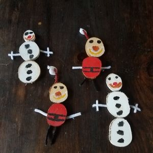 SET OF 4 HOLIDAY DECOR